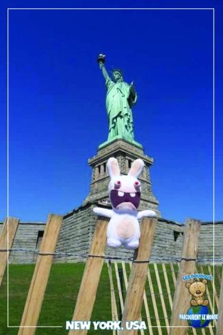 Lapin cretin Statue